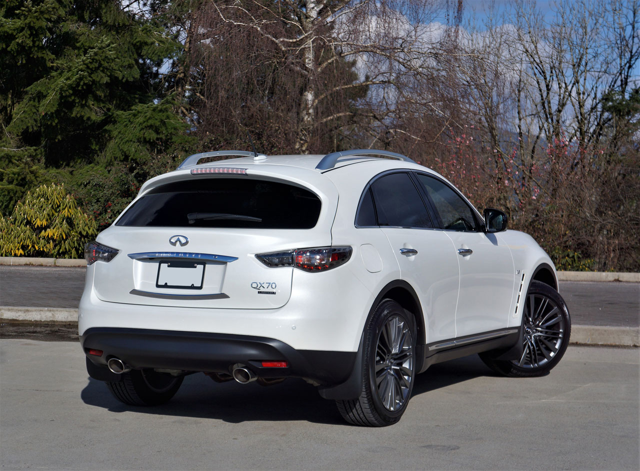 2017 infiniti qx70 limited road test the car magazine. Black Bedroom Furniture Sets. Home Design Ideas