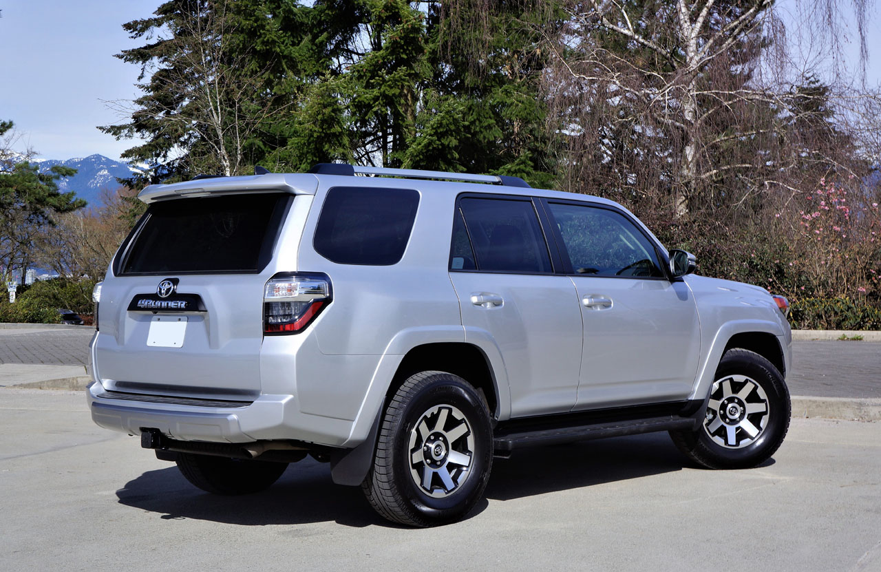 17_toyota_4runner_trd_off_road_00300.jpg