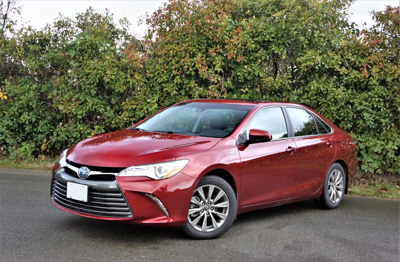 2017 Toyota Camry Hybrid XLE | The Car Magazine